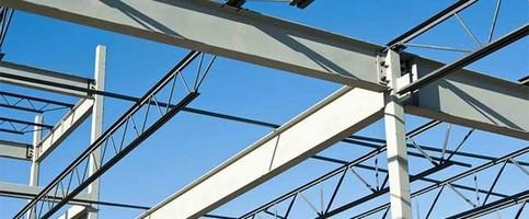 Bancada industrial com estrutura em aço